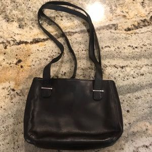 Genuine leather fossil purse. Excellent condition.